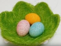 Как покрасить рисом пасхальные яйца