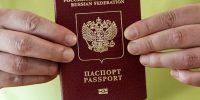 Прописала сама себя: женщина вклеила в свой паспорт лист с пропиской из чужого паспорта
