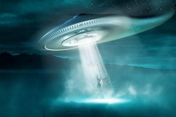НЛО,неопознанный летающий объект,инопланетный корабль,летающая тарелка,инопланетяне похитили ребенка,