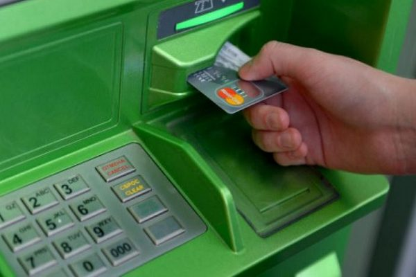 банкомат,банковская карта,банкомат завис,