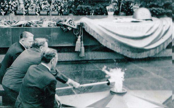 Сабашников Ананий Васильевич, Вязники,1975 год,вязниковские посланцы,Г.М. Голубев, А.А. Борисов,вечный огонь