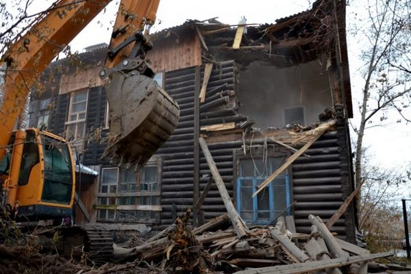 разборка дома,старый дом,демотаж старого двухэтажного деревянного дома,