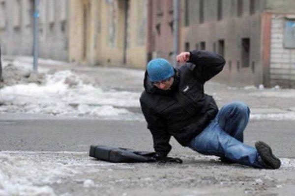 гололед,гололедица,поскользнулся,упал,лед,скользко на дороге,