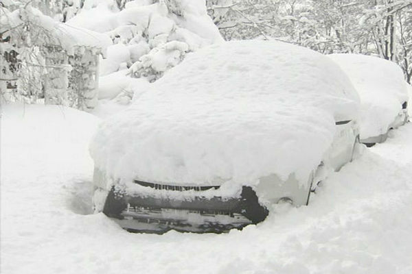 авто в снегу,сильный снегопад,