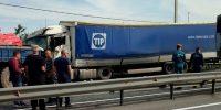 Столкновение двух большегрузов на трассе. Есть пострадавшие
