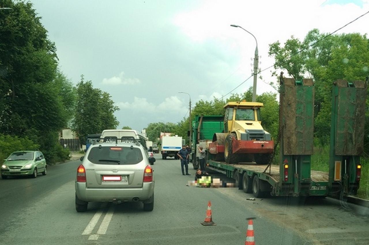 Автозак, перевозивший задержанных, насмерть сбил дорожного рабочего