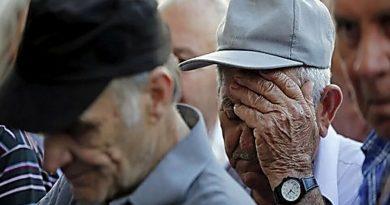 пенсии отменят,схватился за голову старик,