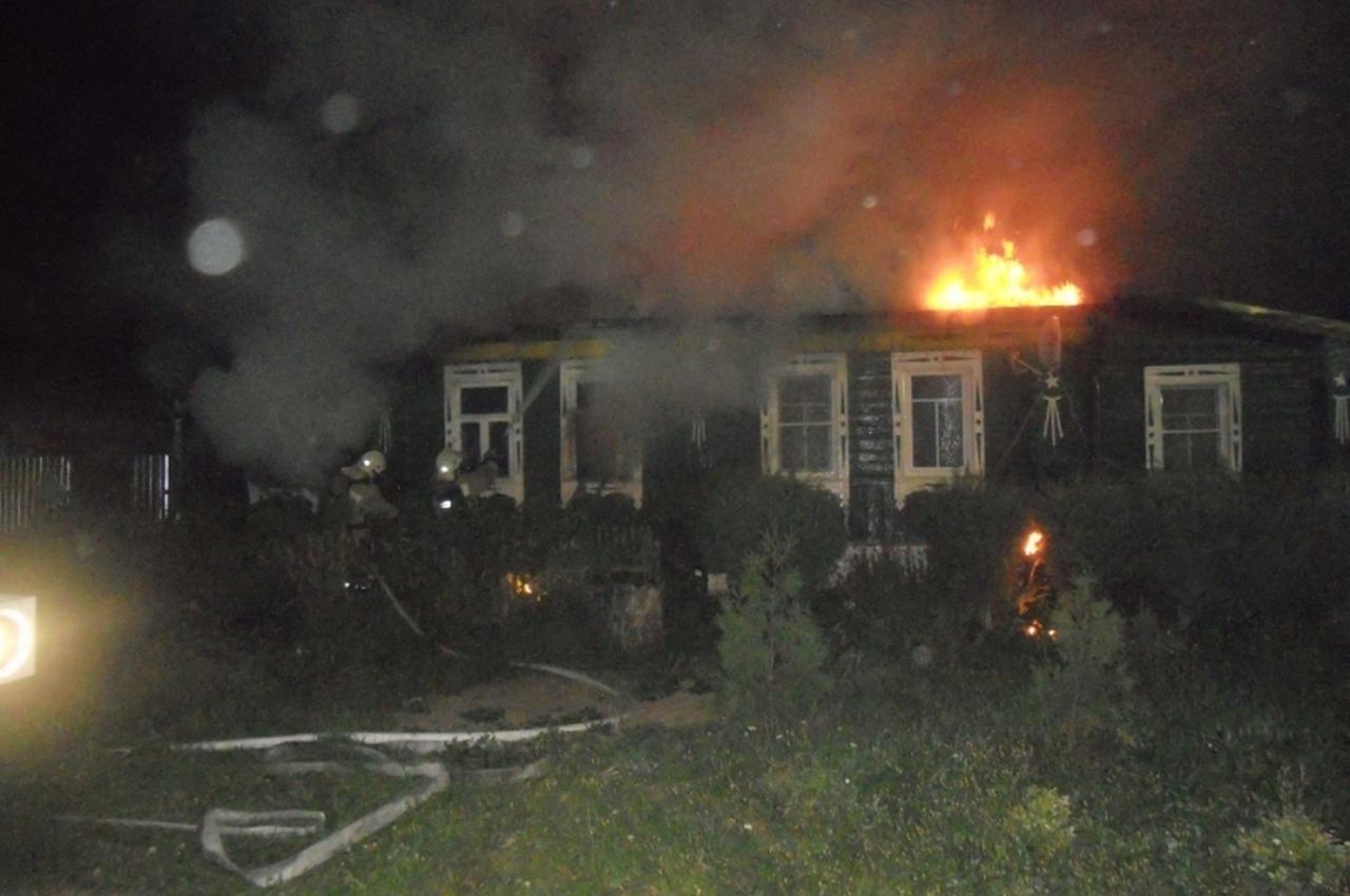 Ночной пожар унёс жизни четырёх человек, в том числе двух маленьких детей