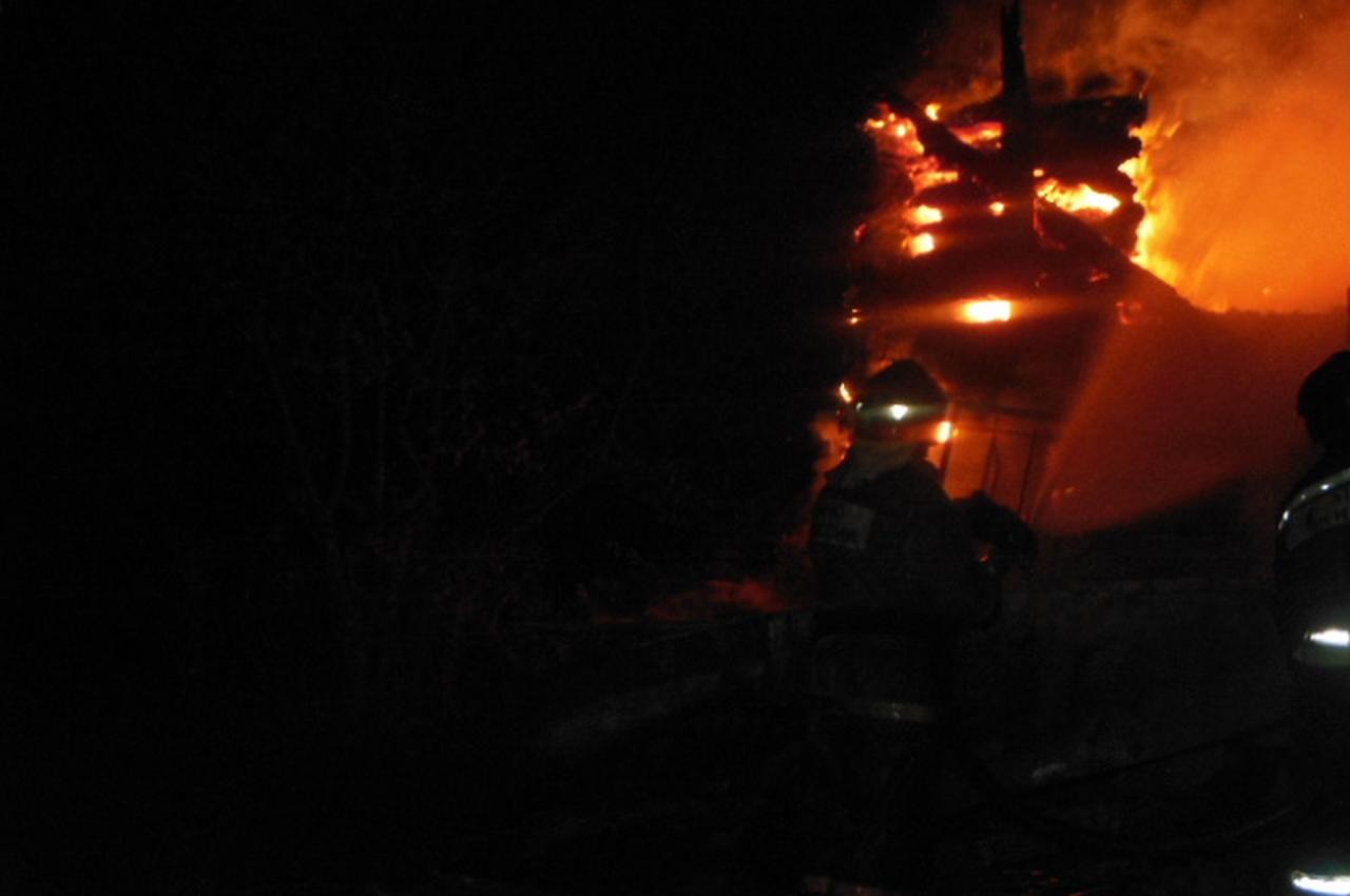 В Галицах ночью сгорела баня