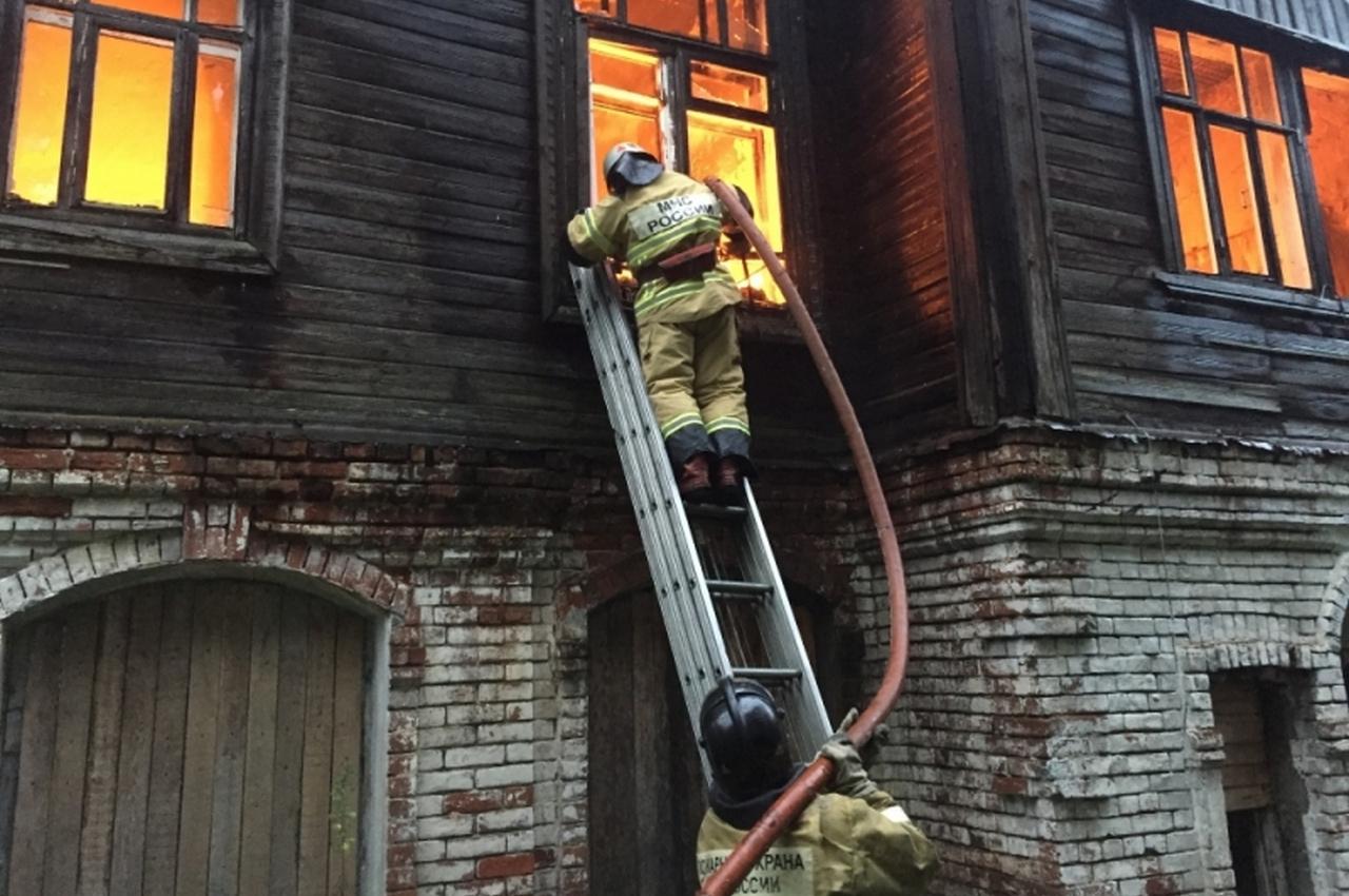 Утренний пожар в Вязниках тушили 10 человек