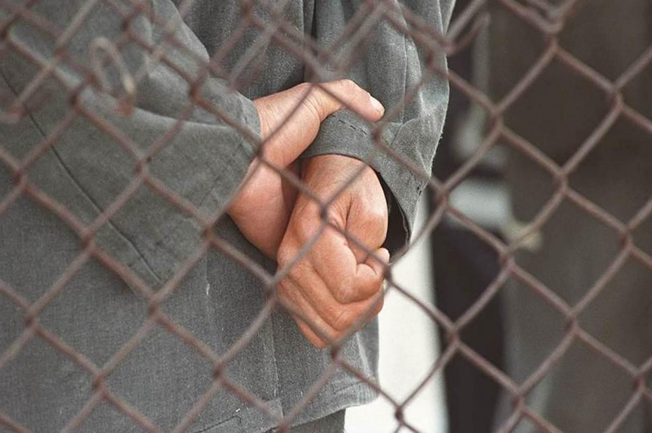 В тюрьму за развратные действия в отношении 13-летней падчерицы