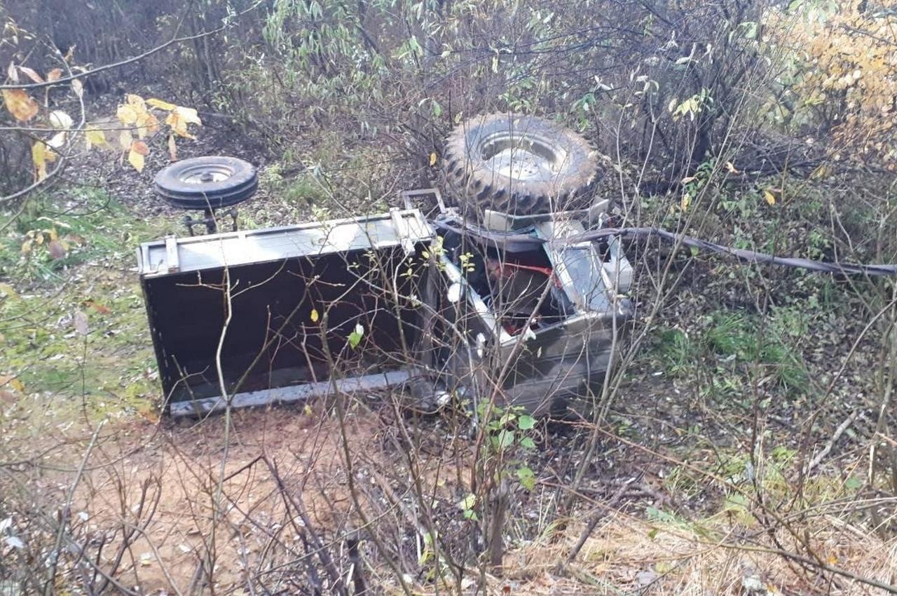 В перевернувшемся тракторе погиб пассажир