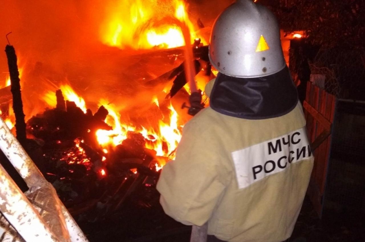 В Гороховецком районе пожар в бане тушили 11 человек