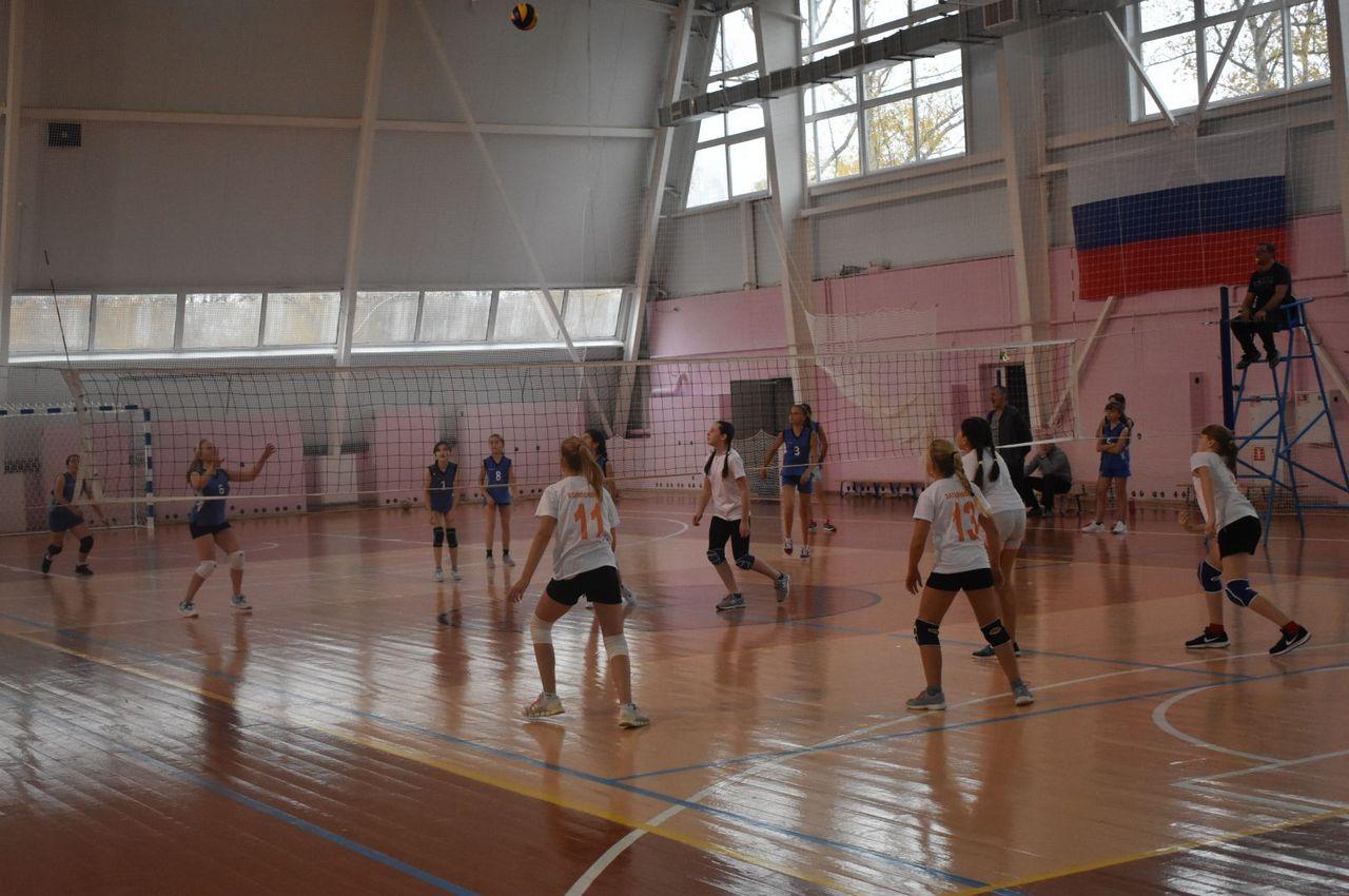 Самым старшим участницам волейбольного турнира было всего 12 лет