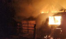 Пожар в деревне тушили 8 человек